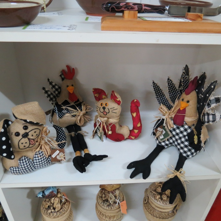 A selection of country animals made from hessian and quality patchwork fabrics.  Made by Dlorah Crafts