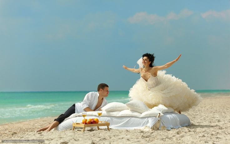 Download wallpaper pair,  guy,  girl,  coast free desktop wallpaper in the resolution 1680x1050 — picture №446511