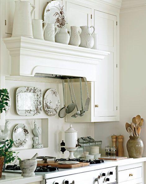 Vintage white.Ideas, Cottages Kitchens, Traditional Kitchens, Plates Racks, Range Hoods, Traditional Home, Stoves, Farmhouse Kitchens, White Kitchens