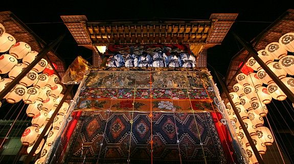 Gion Matsuri, the festival of Yasaka Shrine, is the most famous festival in Kyoto (17 July)
