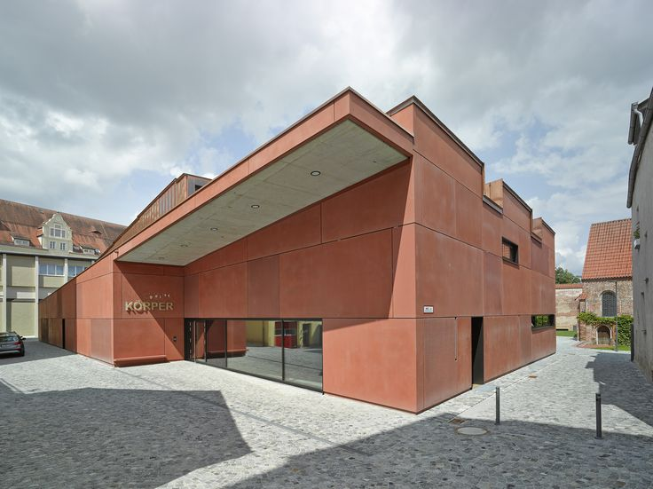 Double gymnasium in Landshut by Hirner & Riehl Architekten, entrance