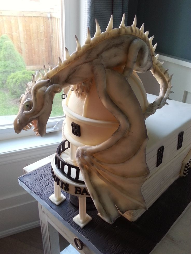 Diagon Alley Cake/Dragon Cake