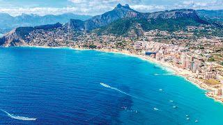 Spanje vakantie tips: Calpe strandvakantie met uitzicht op de bergen