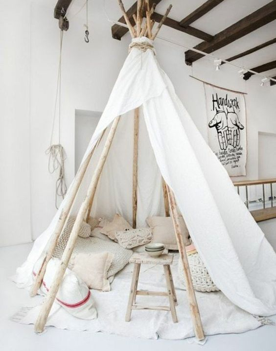 comment fabriquer un tipi 60 id es pour une tente indienne sympa tente indienne tabouret en. Black Bedroom Furniture Sets. Home Design Ideas