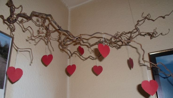 Harry Lauder's walking stick decorated with hearts.
