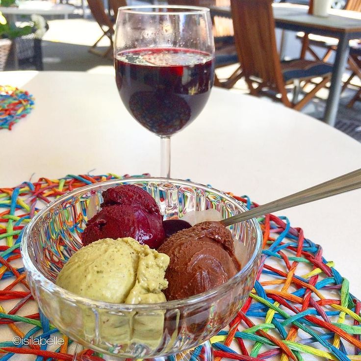 Ice ice baby- give me some more of those vegan & refined sugarfree icecream- I took the taste of chocolate pistacio & aronia berry- drinking some berry juice- AMAZING- discovered a new restaurant in #zürich @vegelateria_the_sacred #ice#icecream#icecreamlover #snack#snacks #dessert#desserts#summer#vegan#vegansofig #veganfoodshare #plantbased #plantstrong #picoftheday #isilabellefood #instamood #instafollow #instafit#asicstrainingsquad #fit#fitness #fitfam #fitspo #fitfood #fitforlife…
