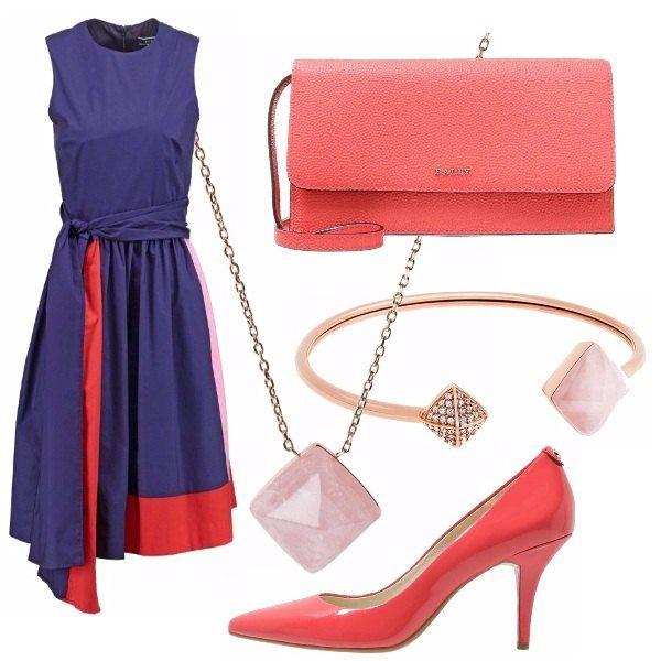 Outfit elegante, bellissimo abito viola con particolari rosso e rosa abbinato ad una scarpa a punta di vernice che riprende uno dei colori dell'abito così come la borsetta. Gli accessori sono dorati e rosa.