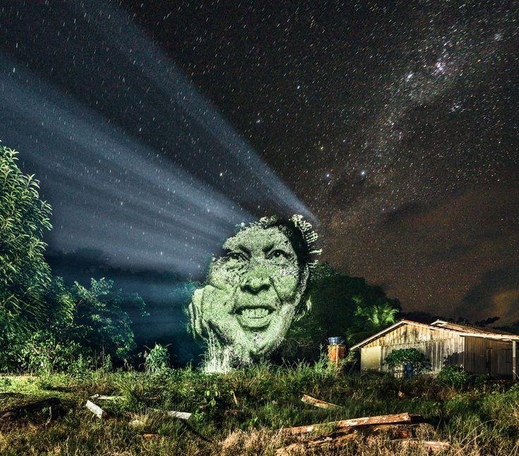 Le photographe et street artiste Philippe Echaroux, a répondu à l'appel du chef indien, Almir Narayamoga Surui, le chef de la tribu des suruis peuple de la forêt amazonienne. La tribu Surui s'était vu confier par le gouvernement une partie du territoire brésilien, charge à son peuple de replanter et de protéger cette forêt primaire amazonienne. Victimes de la déforestation massive et des orpailleurs qui n'hésitent pas à violer leur territoire pour s'emparer des gisements de pierres...
