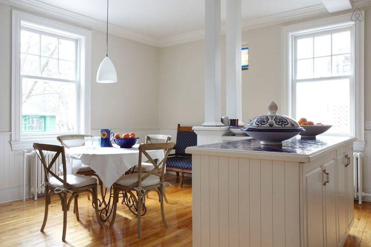 Accès à la cuisine pour vos petits déjeuners (grille-pain, cafetière espresso et frigo pour ranger votre mini-épicerie.)