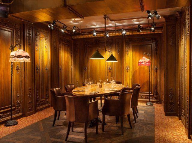 """Спешим поделиться фотографией, опубликованной в VOGUE Russia! Это новый ресторан Андрея Деллоса """"Матрешка"""", в интерьере которого узнаются 1920-е годы - эпоха так называемых индустриальных дворцов, популярных в Лондоне и Нью-Йорке. За атмосферу здесь отвечают антикварная аптека-бар, найденная у частных коллекционеров и привезенная из Парижа, чугунные лестницы и перила, выполненные по индивидуальному заказу, антикварный камин и #цементнаяплитка #Luxemix ручной работы."""
