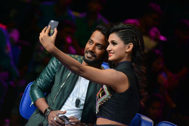 Shakti and Dharmesh taking a selfie on the sets of Dance Plus See more candid shots of Shakti Mohan on www.nrityashakti.com