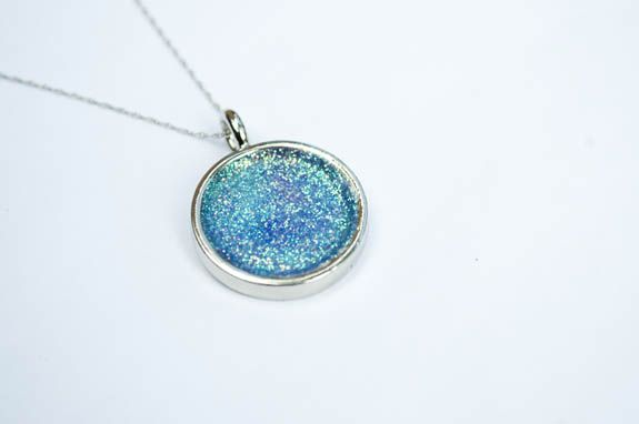 Make Your Own Glitter Necklace