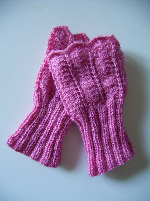 1000+ images about Wrist Warmers - Knitting and Crochet Patterns on Pinterest...