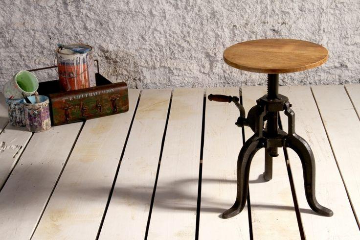 cafepall av återvunnet trä