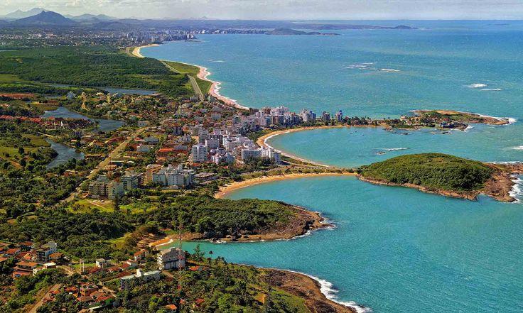 Mais de 50 praias incríveis, uma cena gastronômica variada e saborosa e um muitas opções culturais, essa é Guarapari - cidade do Espírito Santo.