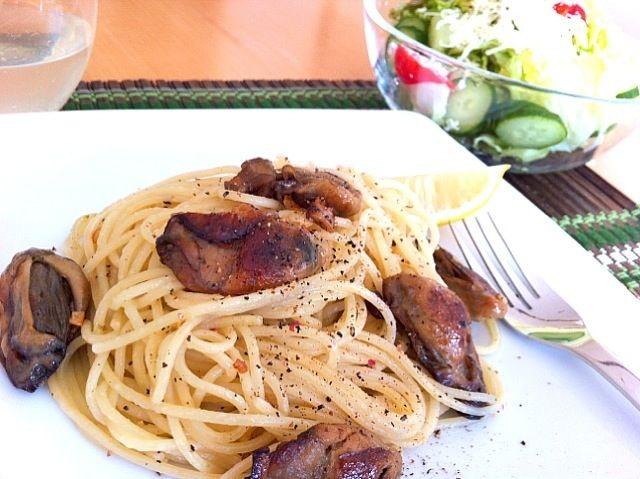 鳥羽で以前購入した 『牡蠣のオリーブオイル漬け』をパスタにしてみました。 - 3件のもぐもぐ - 牡蠣のオリーブオイル漬けパスタ by yukiko maeda