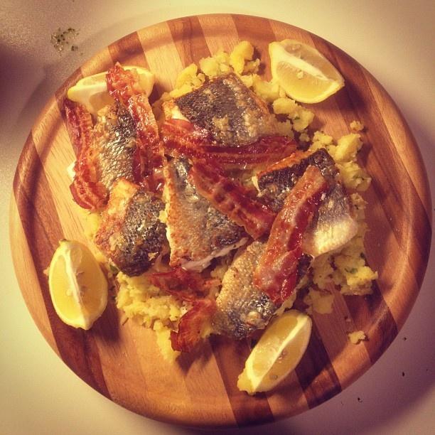 Branzino con pure' di patate, chutney di mango e pancetta croccante - Gennaio 2012