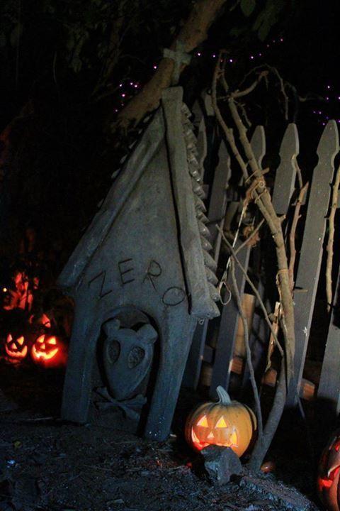 Zero's doghouse/grave Halloween lawn decoration