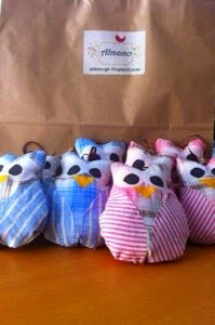 Blue and pink owls