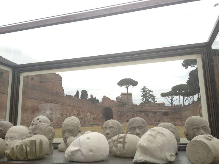 Nino Longobardi - Coro - Stadio di Domiziano - Roma - 2013 - post classici: la ripresa dell'antico nell' arte contemporanea