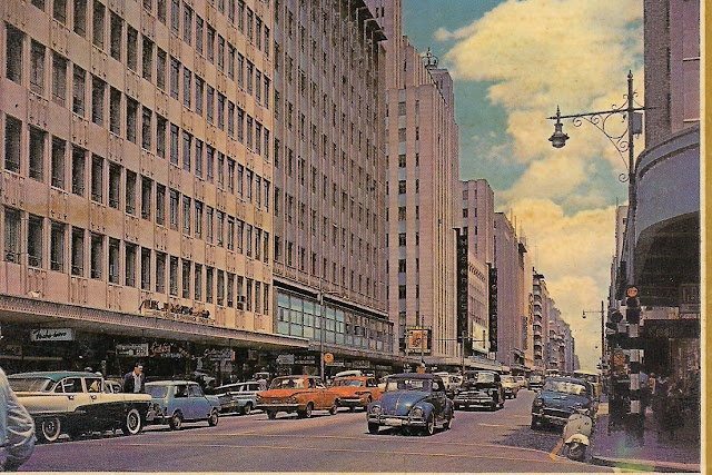 #Johannesburg - Commissioner Street in the center of South-Africa's thriving commercial capital in the 1960's  (© http://chocolattnegro.blogspot.com)