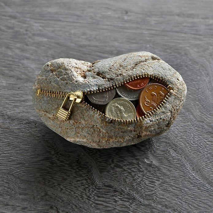 Скульптура из камня Хиротоши Ито (Hirotoshi Itoh).