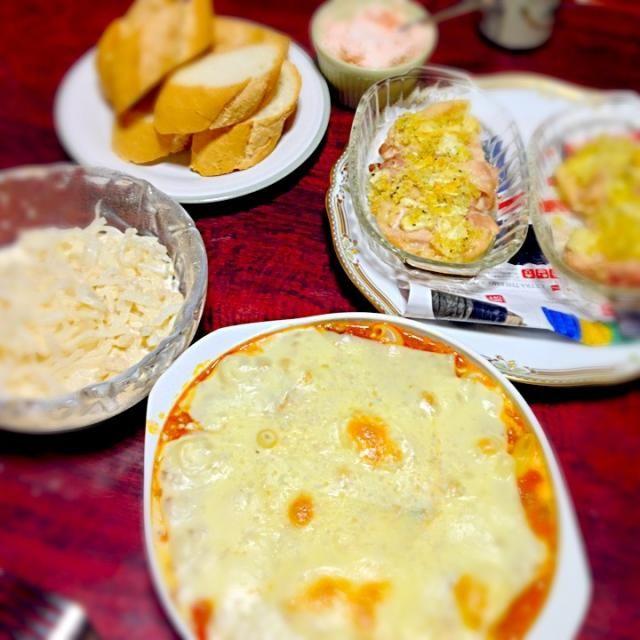 クリスマスなので今日はがんばりました。 - 1件のもぐもぐ - マカロニグラタン&鶏肉の香草パン粉焼&明太子ディップパン&ホタテと大根のサラダ by palico