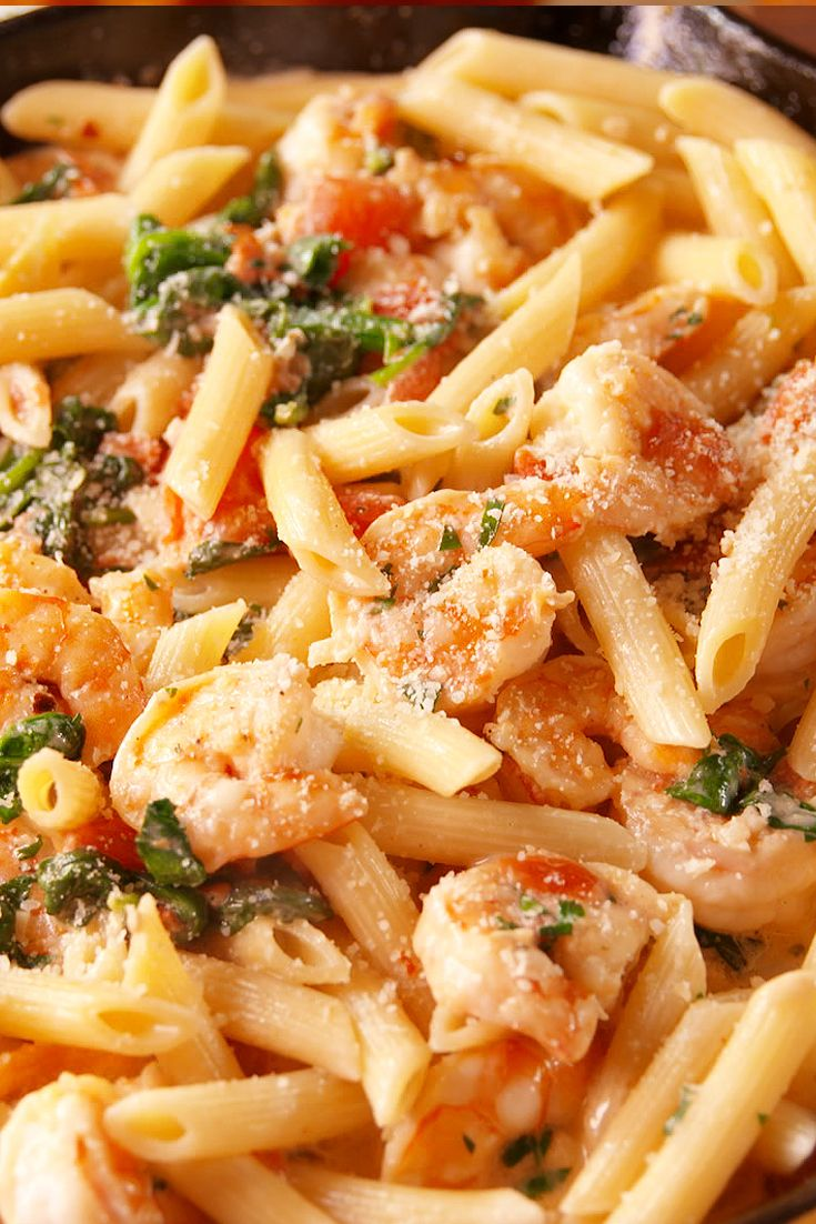 Shrimp, spinach, tomatoes, garlic? Yes, this is the pasta of your dreams.