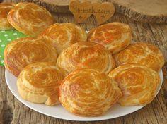 Çay saatleri ya da kahvaltı için hazırlayabileceğiniz bayatlamayan, tel tel ayrılan, yumuşacık bir çörek tarifi...