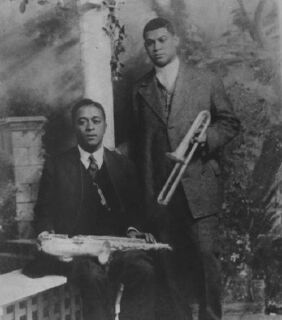 """Freddie Keppard with a slide trumpet and """"Big Eye"""" Louis Nelson Delisle on sax"""