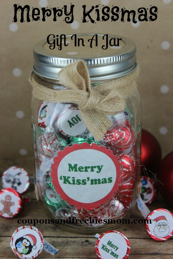 127 best christmas treats images on pinterest hand made gifts merry kissmas gift in a jar easy diy homemade gift idea solutioingenieria Choice Image