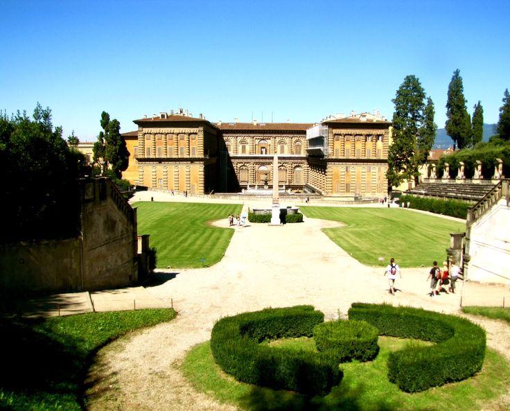 El palacio Pitti es un palacio renacentista en Florencia, Italia, situado en la ribera sur del río Arno, a muy corta distancia del Ponte Vecchio que data de 1458 y que fue originalmente la residencia urbana de Luca Pitti, un banquero florentino.