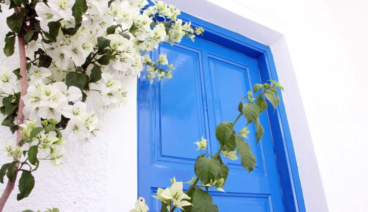 White and Blue! Such a beautiful combination! http://www.islandhouse.gr/