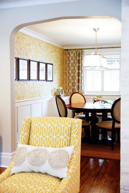 wainscoting: Yellow Pairings, Dining Rooms, Rooms Layout, Living Rooms, Chairs Fabrics, Rooms Ideas, Yellow Chairs, Chairs Design, Bright Colors