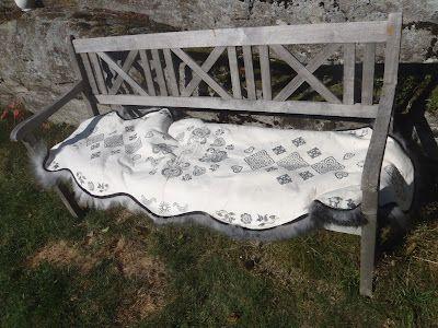 Langli skinnfell: benkefell (almost uncut rug)