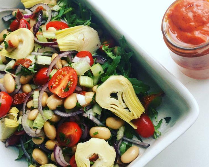 Snelle salade met lima bonen en een geroosterde paprika dressing