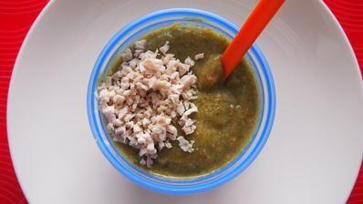 Brokolica, cuketa, mrkva, baby špenát, pšeno, olivový olej a králičie mäso