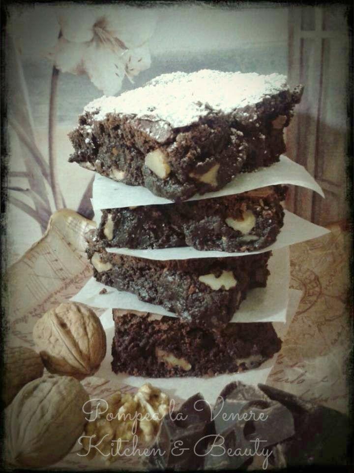 Pompea la Venere Kitchen & Beauty: Dolci: Brownies alle noci http://pompealavenerekitchenandbeauty.blogspot.it/2014/04/dolci-brownies-alle-noci.html #brownies #cooking #ricettedolci #dolci #cake #cookies #torta #ricette #noci #usa #foodamericano #america #foodblogger #blog