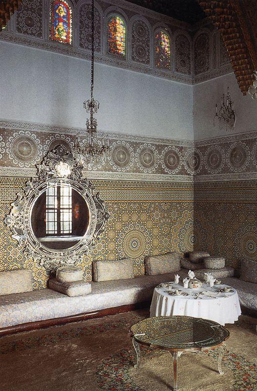 Google Image Result for http://exclusive-moroccan-moorish-islamic-culture-interior-design.indoor-architecture.com/pics/content/images/large/indoor-architecture-moroccan-interior-design-style-36.jpg