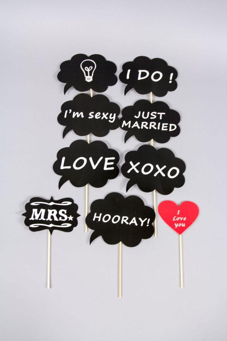 Setul recuzita pentru nunta format din accesorii amuzante pentru cel mai reusit photo booth este un must have pentru nuntile moderne de la care mirii vor sa adune amintiri pretioase impreuna cu invitatii lor.   Deoarece nunta este un eveniment de care vrei sa iti amintesti...