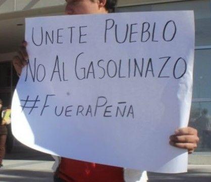 Manifestantes bloquean accesos al Congreso de Jalisco en repudio al gasolinazo - http://www.notimundo.com.mx/estados/bloquean-accesos-al-congreso-jalisco/