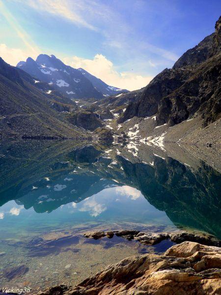Lac de Crozet ... Altitude 1974 m Massif de Belledonne , vall�e du Gr�sivaudan. ... D�part depuis Pr� Raymond (Alt.1370m) ... un lieu qui se situe � 2 km 500 du lac de Freydi�re. C'est le Top d�part pour une saison montagnarde et les rando-p�ches pour...