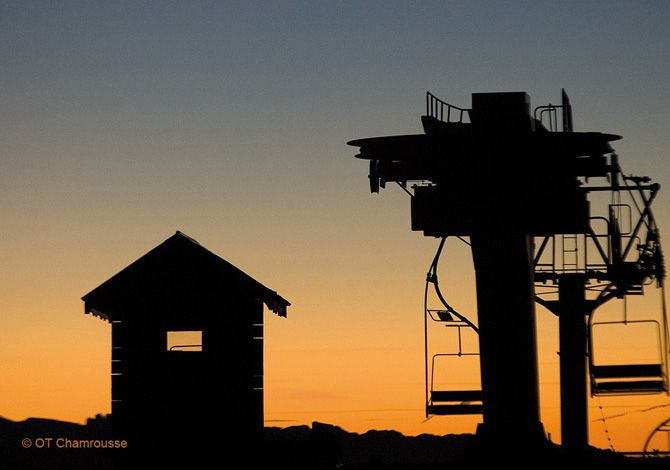CHAMROUSSE - Télésiège au coucher du soleil : Location Chamrousse Alpes du Nord
