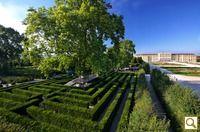 It has a maze.  Schönbrunni kastély, 1130 Vienna, Österreich