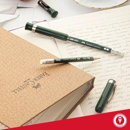 Kahvenizi yudumlarken, Castell9000'in estetiğini kağıtlara yansıtın… Online alışveriş için tıklayın: www.gumuskalem.com.tr