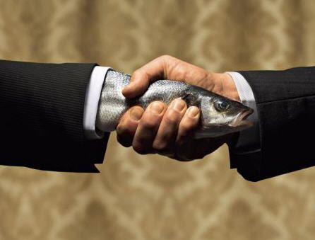 La main-truite : | 50 photos de banques d'images complètement inutilisables