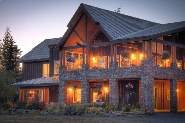 uhhh HELLO! Hi mountain home exterior, with beautiful wood beams and stone columns. Love this look so incredibly much
