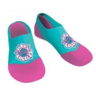"""Papuci de Apa Copii Aquashoes la Super pret. Pe jos sant pietre, cioburi de sticla, crengute si alte posibile """"arme"""" care pot rani picioarele copiilor dumneavoastra. De ce sa riscati inutil ?  :)  Costa o avere daca santeti prevazatori si investiti intr-o pereche de pantofi pentru apa ?  ;)"""