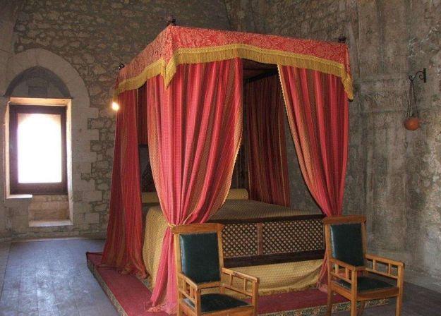Oltre 25 fantastiche idee su camera da letto medievale su - Letto a baldacchino antico ...