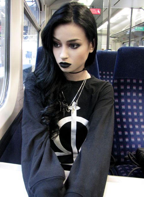 great goth makeup. This picture is so adorable, idk why